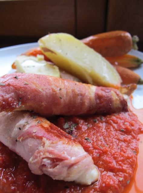 培根雞胸肉水煮蔬菜佐紅甜椒醬泥